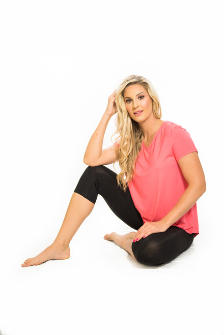 Witjuti ¾ length leggings feature a relaxed roll top waistband making them amazingly comfortable and ideal for yoga and other exercise. Shown with Coral 2019 top