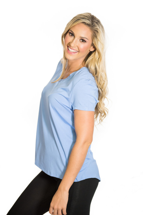 A relaxed fit bamboo T -Shirt that flares slightly at the bottom, with droptail ( back panel longer than the front) and plenty of space for movement.