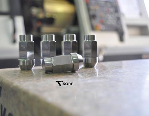 Range Rover Titanium Lug Nut Set