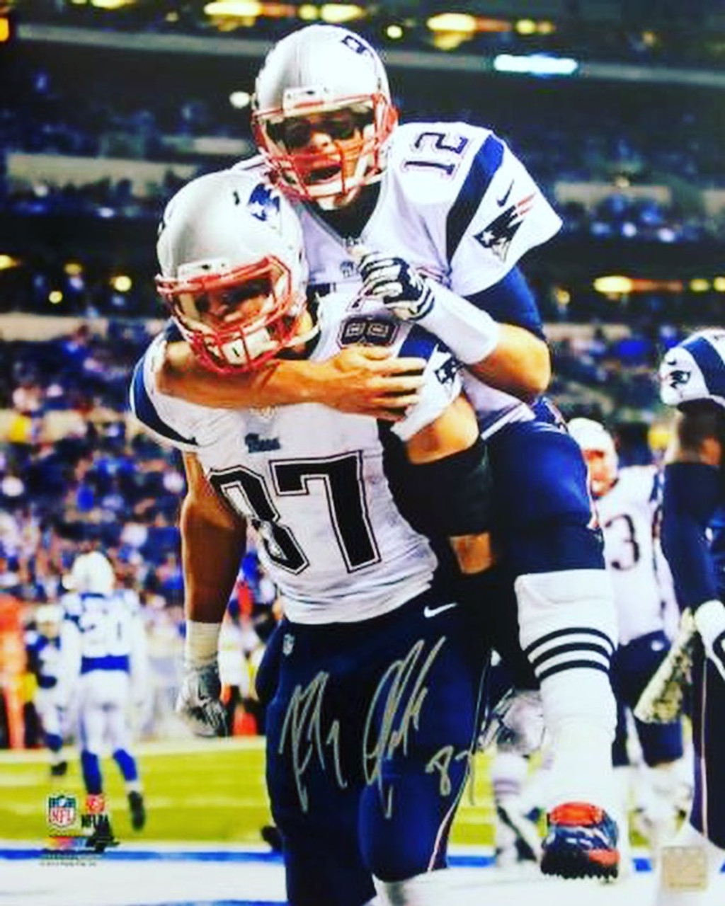 meet 4acf3 2c4ea Rob Gronkowski New England Patriots Autographed Carrying Brady 16x20 Photo