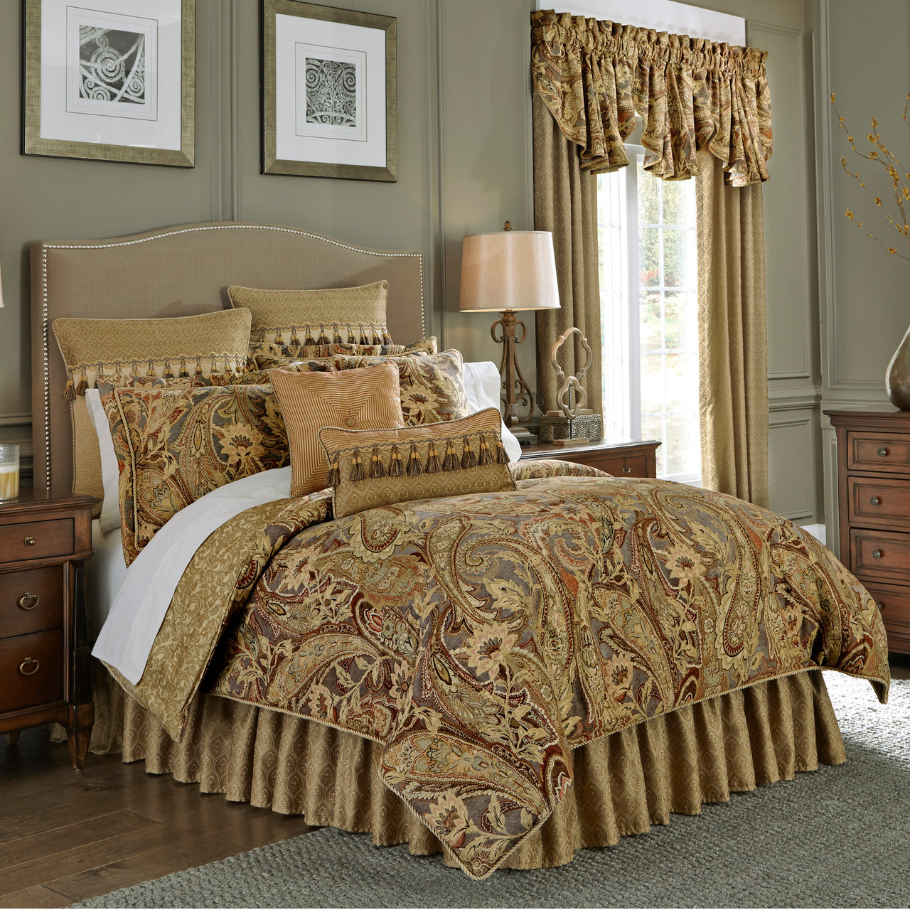 Ashton Queen Comforter Set