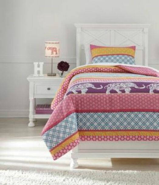 Twin Comforter Set-3465884