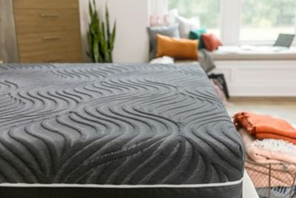 """Sealy Hybrid Premium Silver Chill 14"""" King Firm Mattress with 5"""" Low Profile Foundation Set-3898034"""