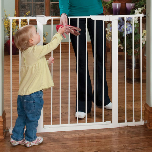 KidCo Tall & Wide Auto Close Gateway - White