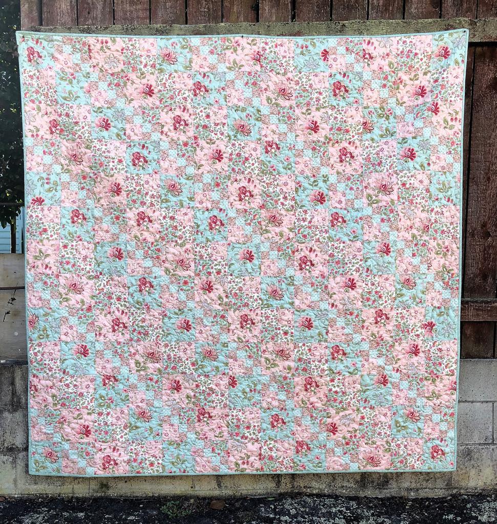 "Porcelain Romance Quilt kitset - Finished size 78 1/2"" x 78 1/2"""