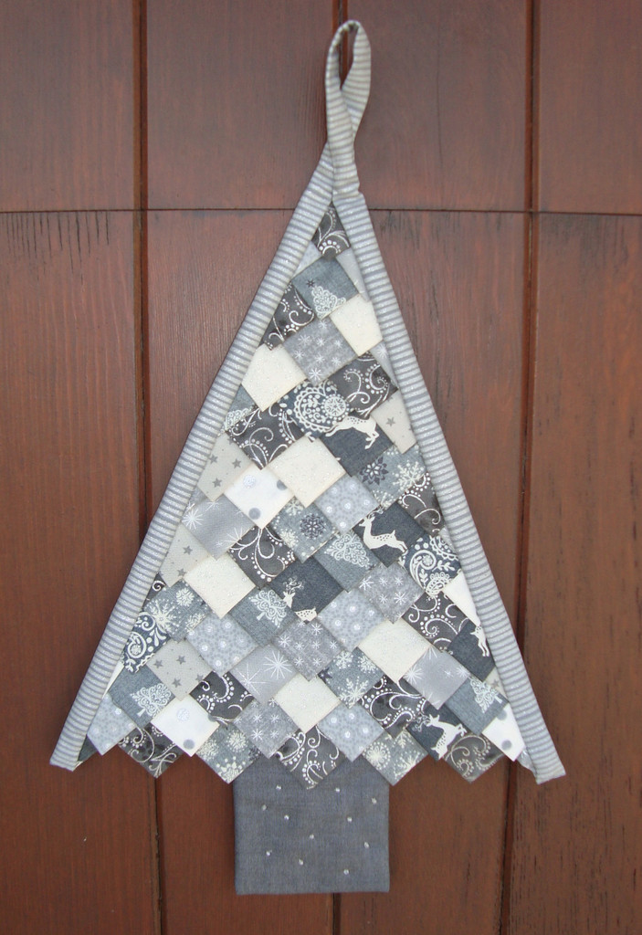 Folded Christmas Tree Wall Hanging Silver Cushlas Village Fabrics