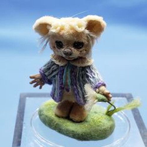 "Aleah Klay Character - Bear with Flower(7/8"" tall)"