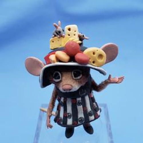 """Aleah Klay Character - Mouse with Cheese Bonnet(1 1/2"""" tall)"""