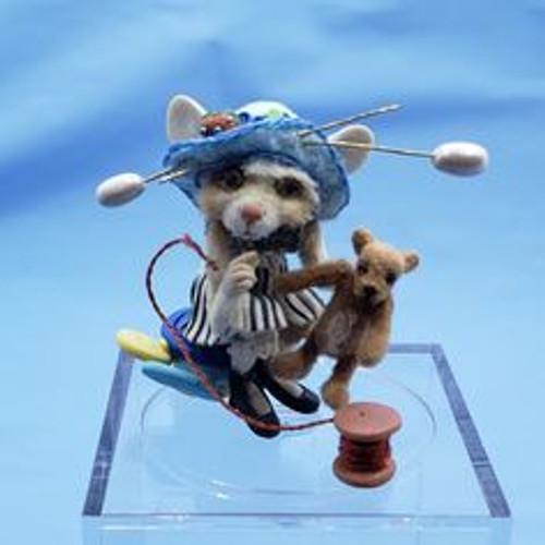 """Aleah Klay Character - Sewing Mouse (1 1/4"""" tall)"""