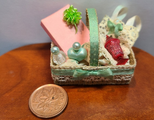 1/12 Scale Gift  Basket