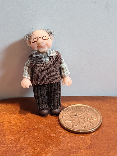 """*1/4"""" Scale (1/48) Doll with Glasses by Adora Bella Minis, UK"""