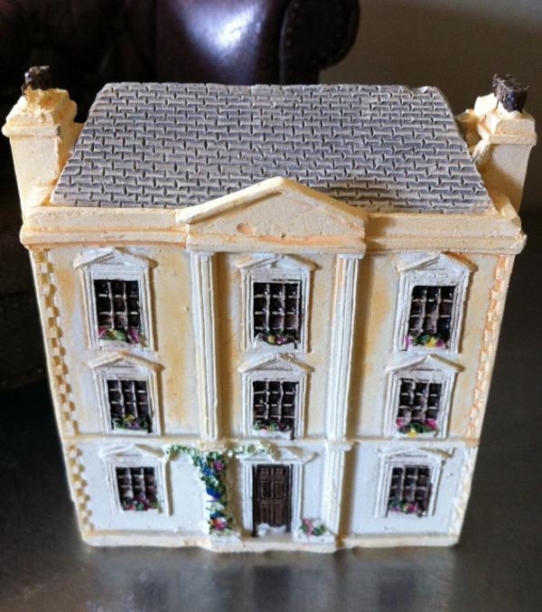 Dollhouse for the dollhouse