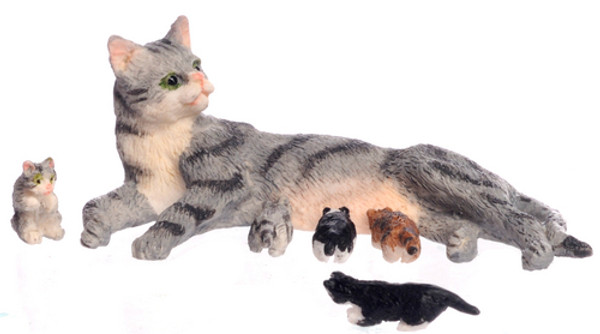 Mama Cat with Kittens