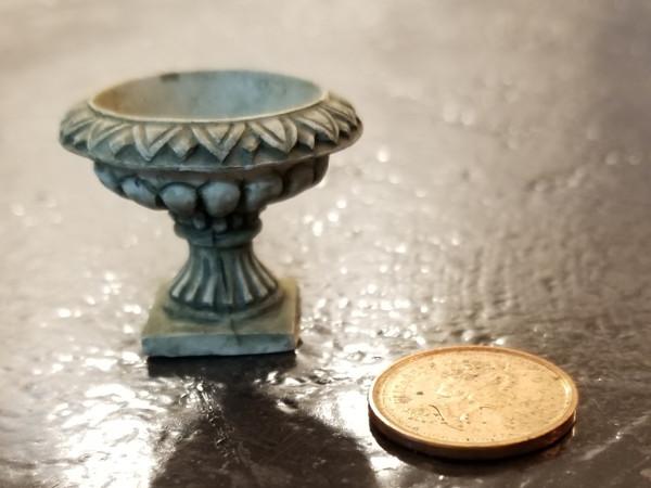 Short Fancy Flower Urn - Grey