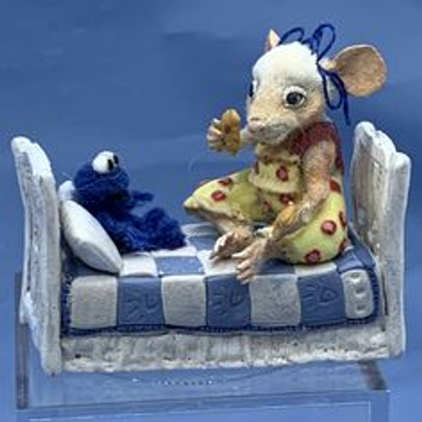 """Aleah Klay Character - Mouse with  Toy in Bed(1 1/2"""" tall)"""