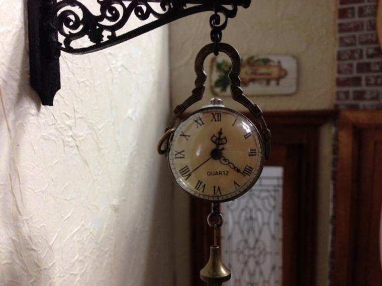 Working Hanging Clock