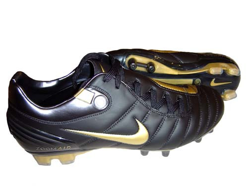 39253fd3a5de3 NIKE AIR ZOOM TOTAL 90 SUPREMACY BLACK GOLD - Soccer Plus