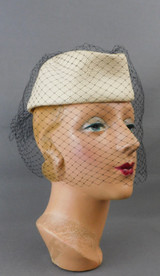 Vintage Ivory Straw Toque Hat with Veil, 1980s 21 inch head