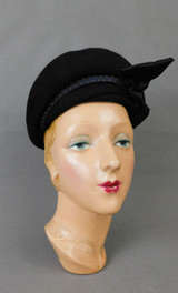 Vintage Black Felt Hat with Satin Band and Bow, 22 inch head 1950s 1960s