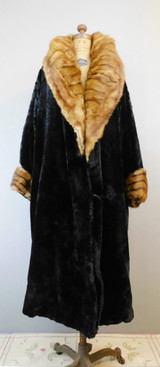 Vintage 1920s Thick Black velvet Coat with Big Fur Collar, with issues, 40 inch bust