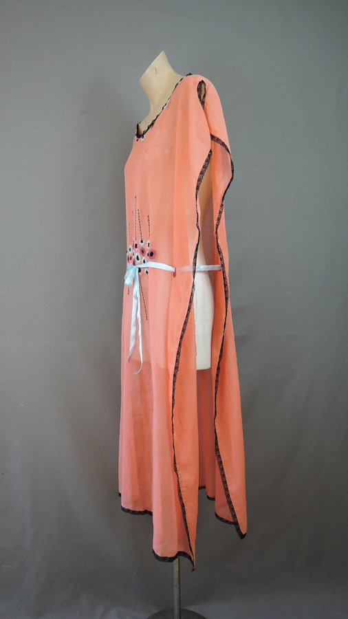 Vintage 1920s Embroidered Tabard Robe Flapper Caftan Lounge Cover Up