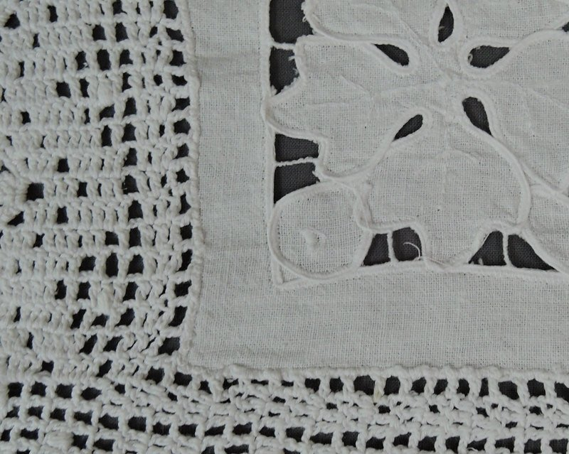 2 Vintage Linen Doilies with Cutwork and Crochet Lace, 1940s Handmade