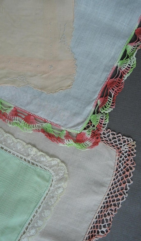 4 Vintage Hankies with Crochet Edges Peach, Green & Coral, 1950s