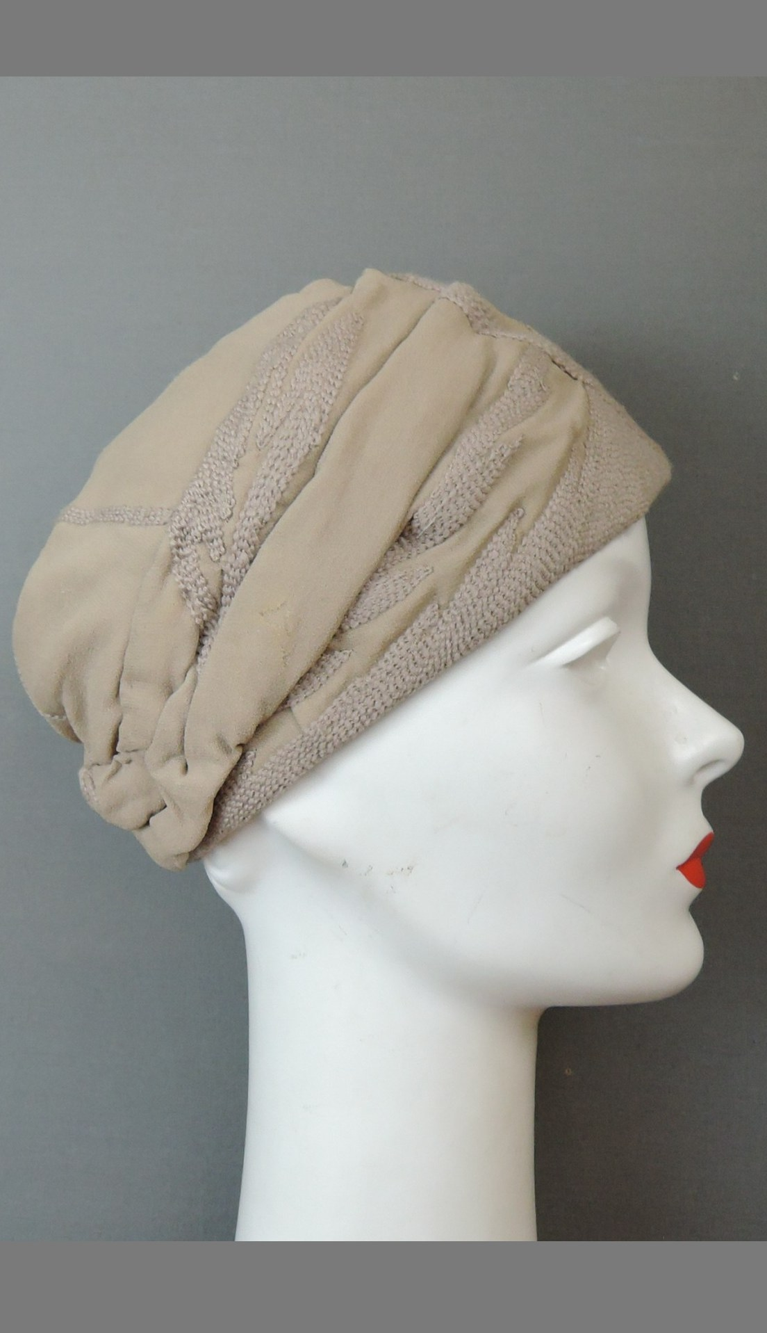 Vintage 1920s Hat Beige Silk Crepe by John Trinner, Embroidered