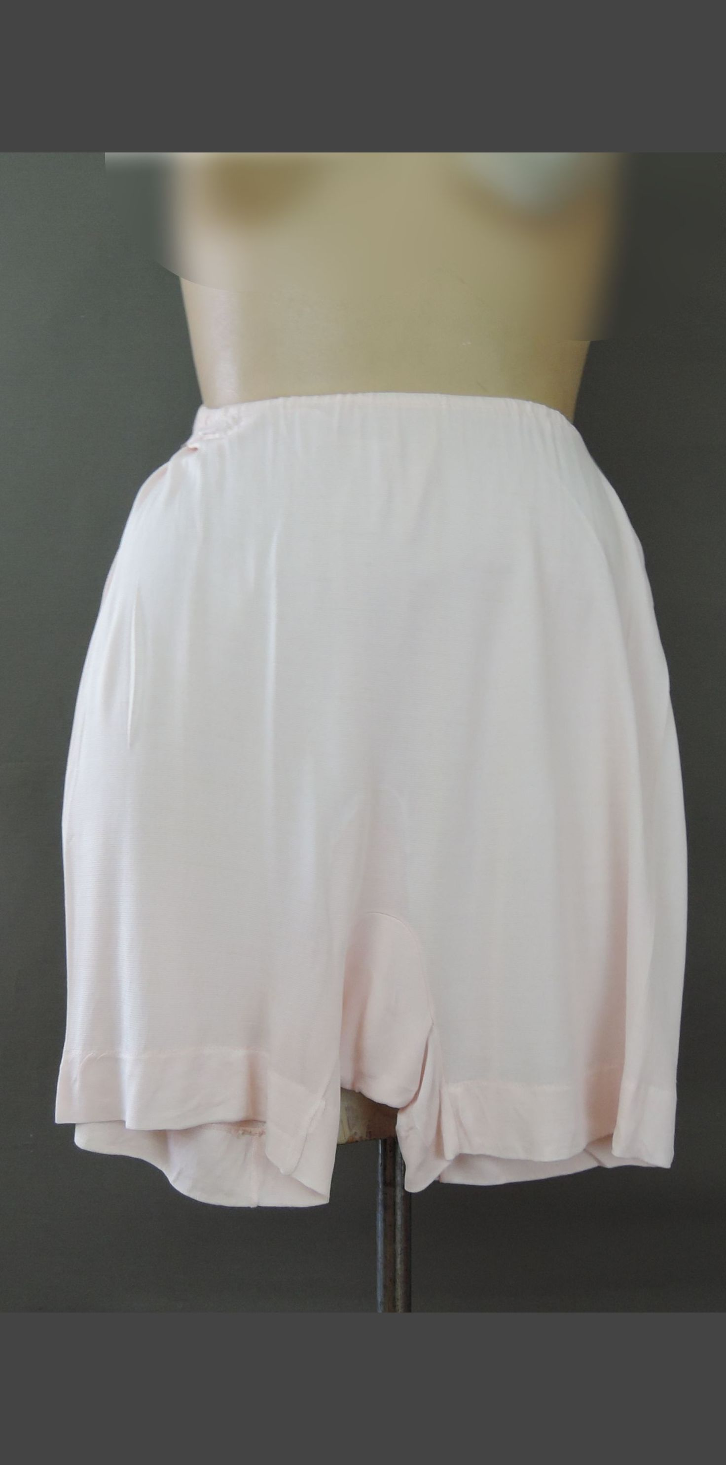 Vintage 1940s Rayon Jersey Panties, fits up to 26 inch waist, short boy leg
