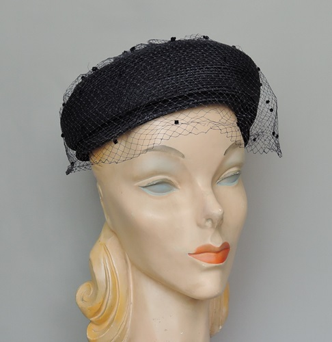 Vintage 1950s Navy Straw Hat with Circle Top, 21 22 inch head