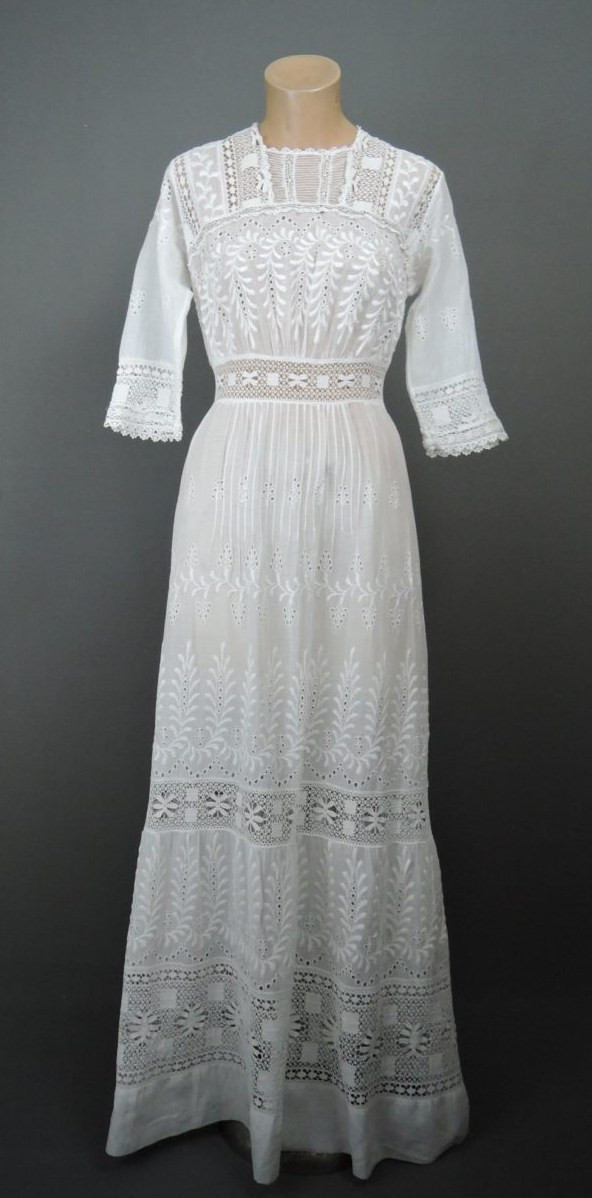 Vintage Edwardian White Dress, fits 34 bust, Lace & Embroidery 1900s Antique Gown