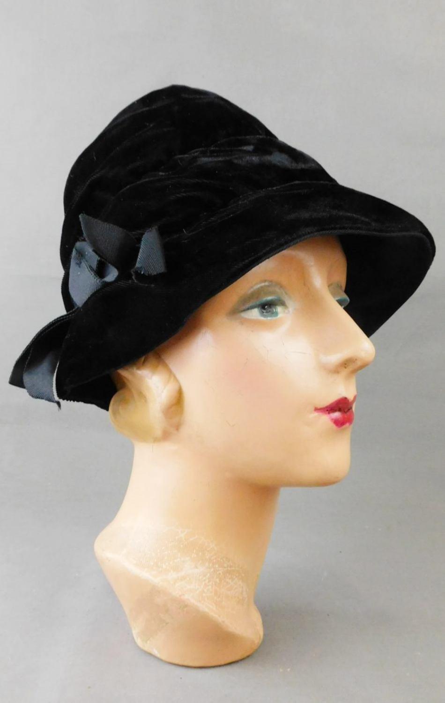 Vintage Black Velvet Bucket Hat 1960s, 22 inch head