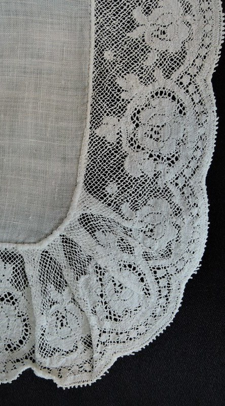 Vintage White Wedding Hankie with Rounded Corners and Wide Lace Trim