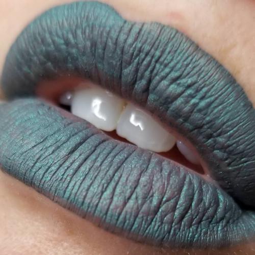 Medusa - grey-green liquid lipstick