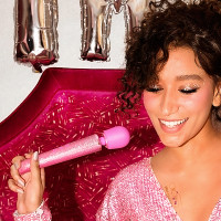 Pink Le Wand Special Edition: All That Glimmers Petite Rechargeable Wand Massager - Lifestyle #2