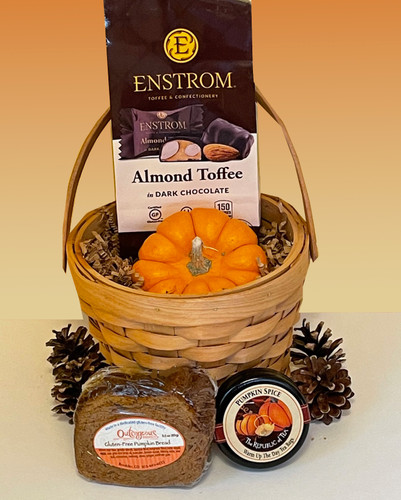 Share the tastes of the season with this savory fall gluten-free gift basket chock full of seasonal treats.