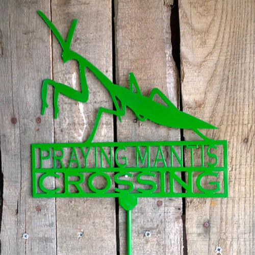 Praying Mantis Crossing Garden Stake (I18)