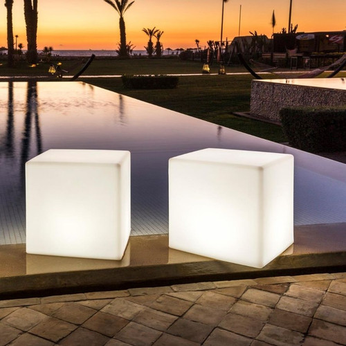 Poolside lighting using the poly cube