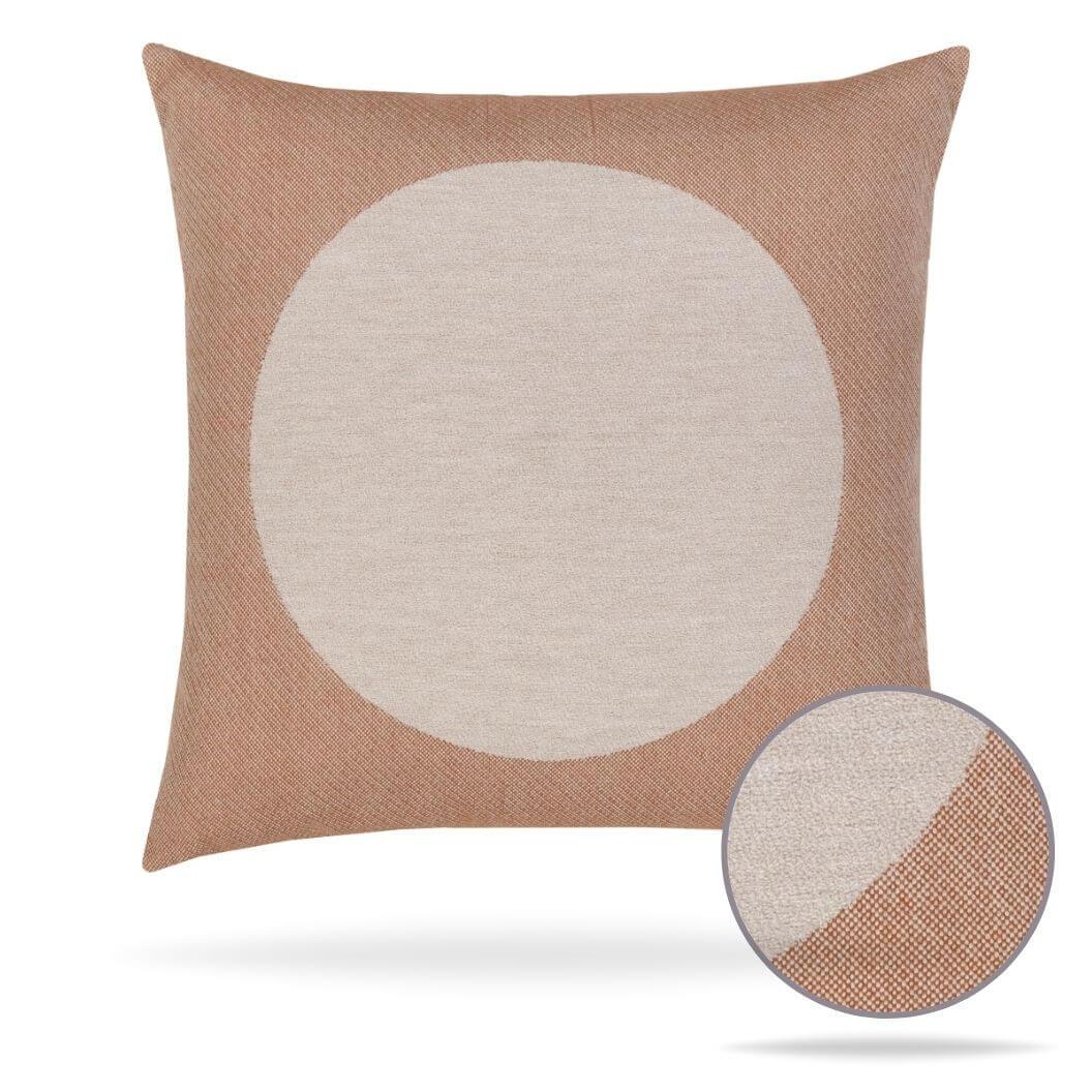 19b2-focus-earth pillow outdoors