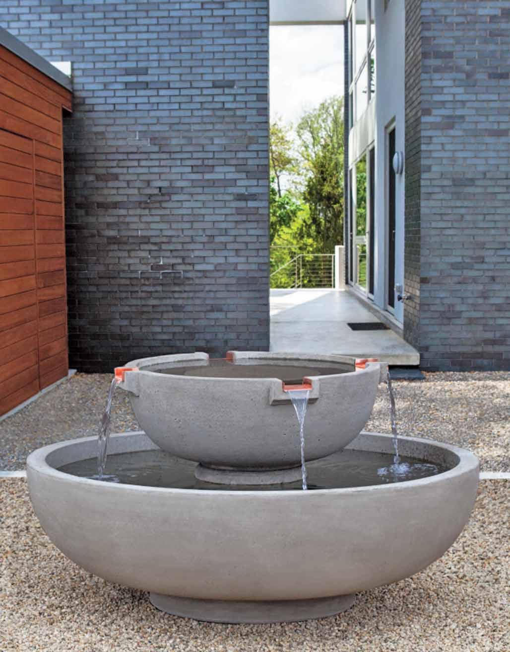 del-rey-fountain-installation in gravel courtyard