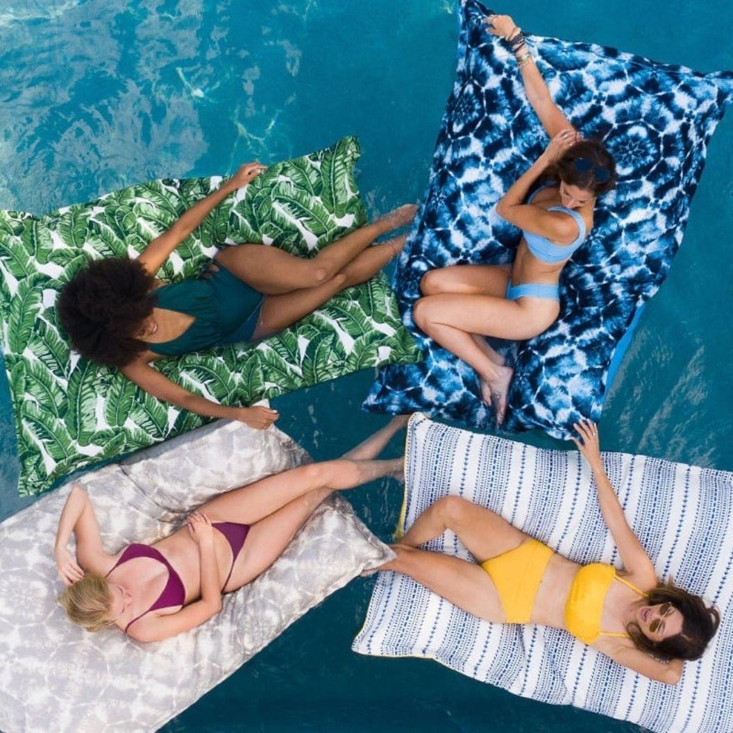laze-pillow-pool