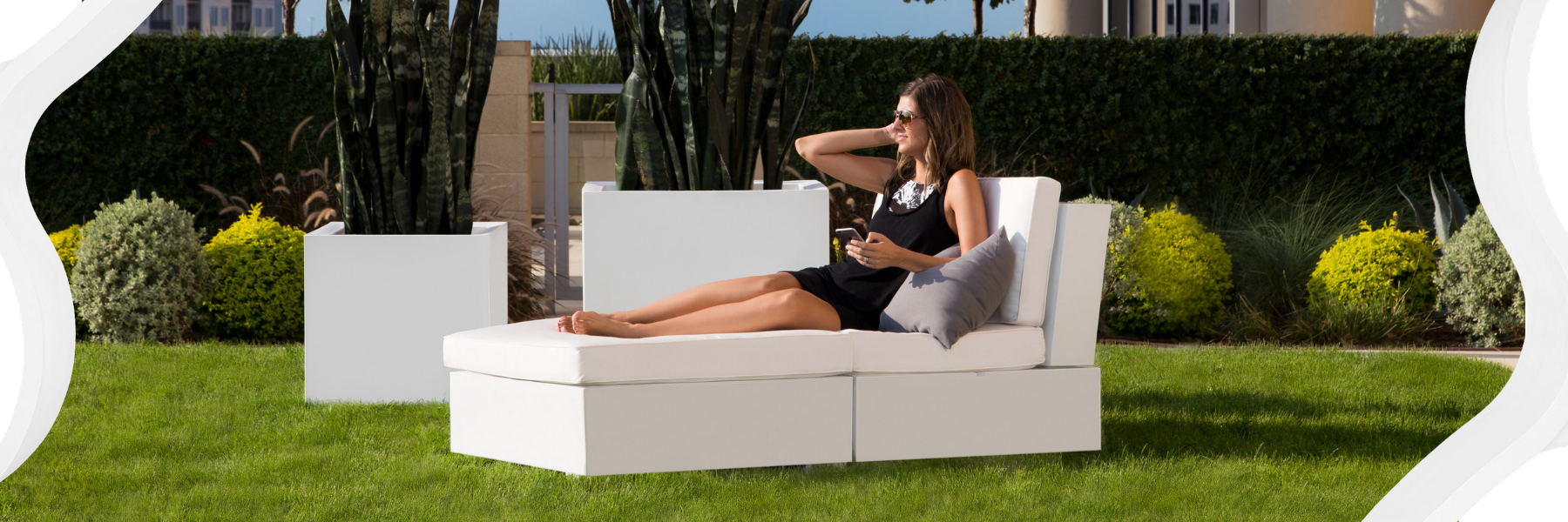 ledge-lounger-sectional-on-lawn.png