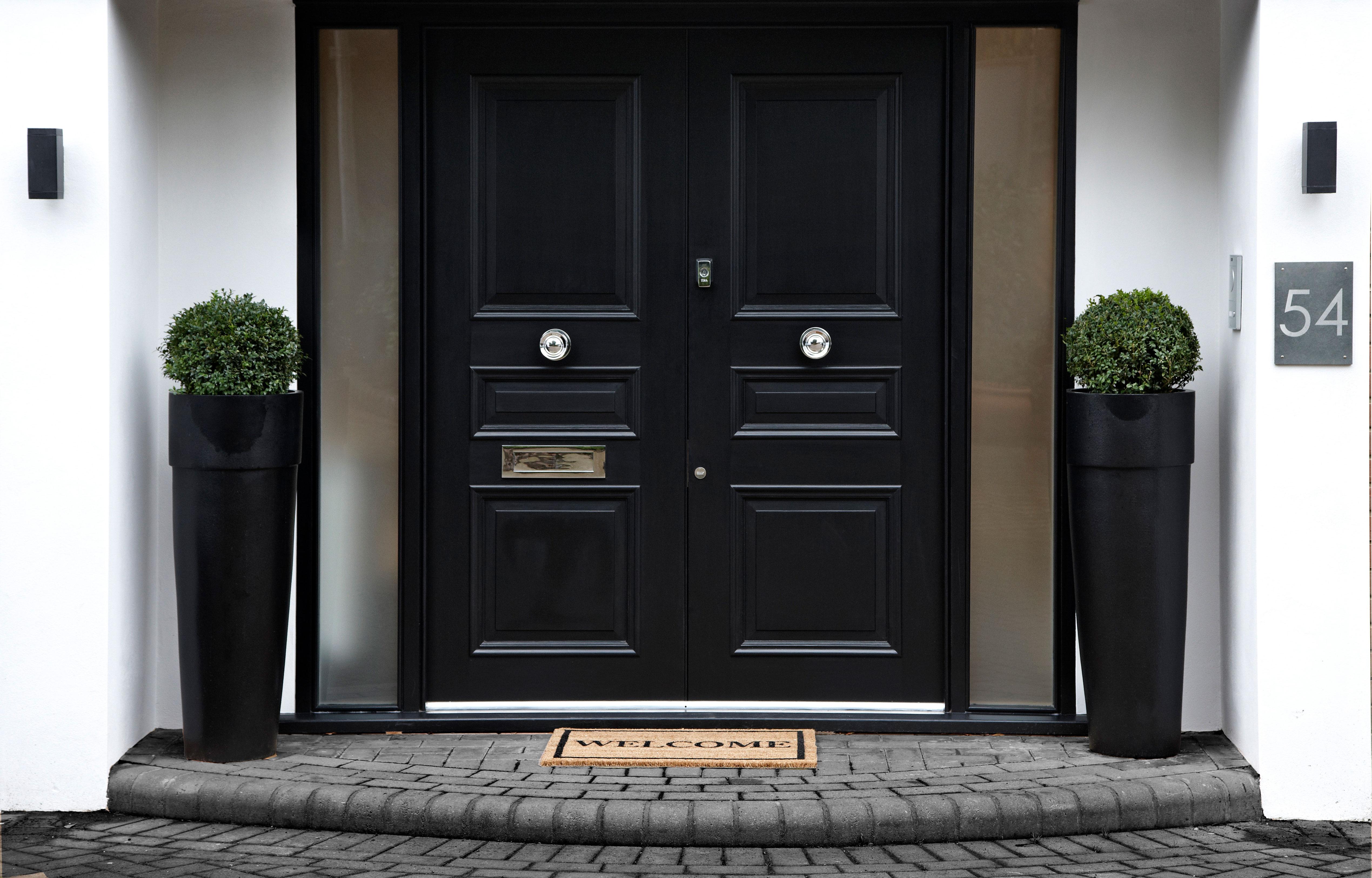 long-tom-planter-doorway-england garden fiberglass