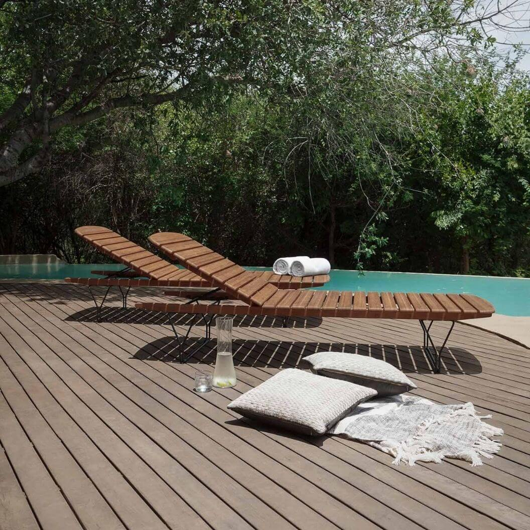 molo-sun-chaise by pool