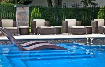siesta-chaise in pool tanning ledge