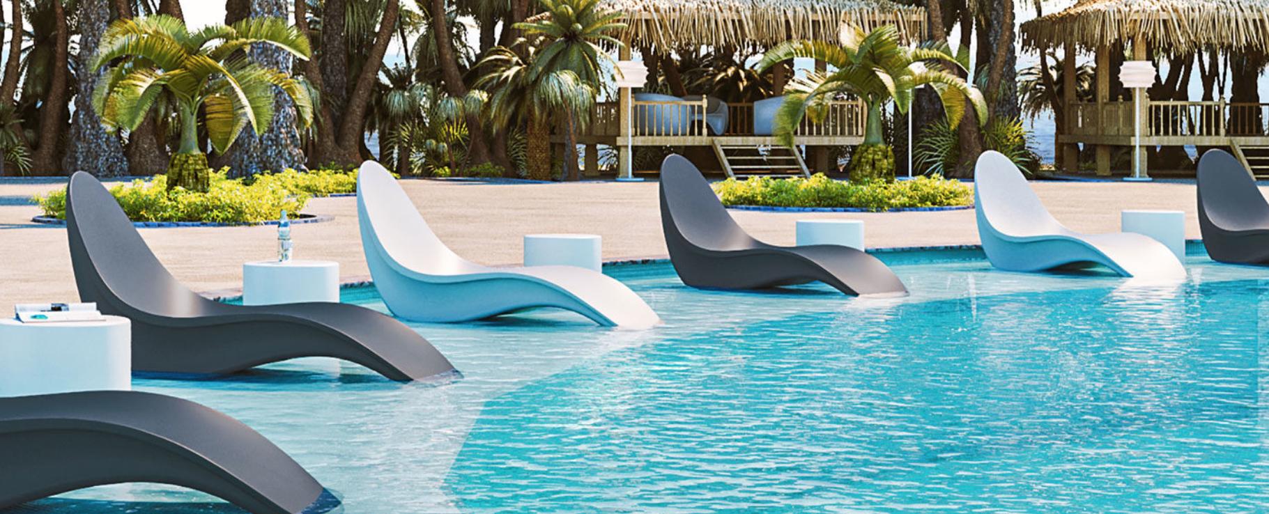 tonik-bikini-chaise on a pool sun shelf
