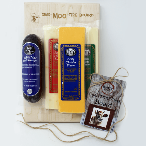 Heart of Wisconsin Small Char-MOO-terie Board Gift Set
