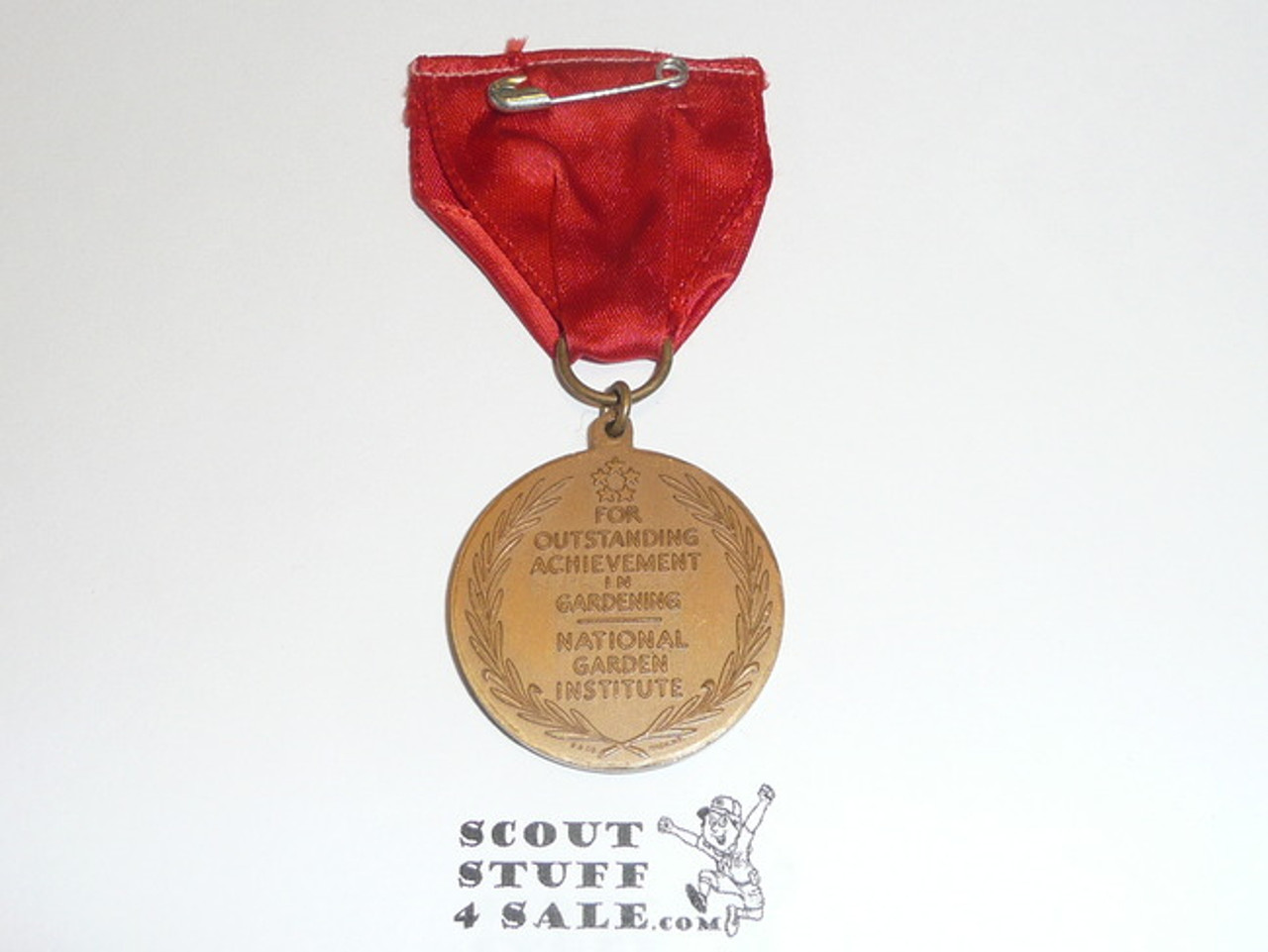 WWII Macarthur Garden Award Medal, Red RIbbon