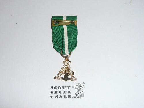 Scouter's Training Award Medal with Green/white Ribbon (A Design), shows use