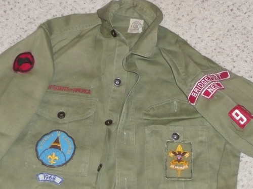 """1960's Boy Scout Uniform Shirt from BRIDGEPORT NEB with Insignia, 18"""" Chest and 26"""" Length, #BD16"""